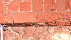 W trakcie remontu odkryli ceglane ściany średniowiecznego kościoła