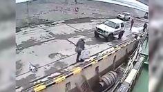 Pijany próbował wskoczyć na statek. Wszystko nagrały kamery