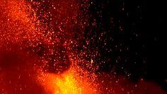 Niespokojna Etna. Wulkan znów wybuchł, a jego erupcja stworzyła spektakularne widowisko
