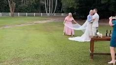 Druhna na ślubie siostry. Swoim zachowaniem skradła całe show