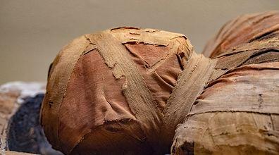 Polscy naukowcy odwinęli mumię z bandaży. Jeden z nich opowiada, co zobaczyli