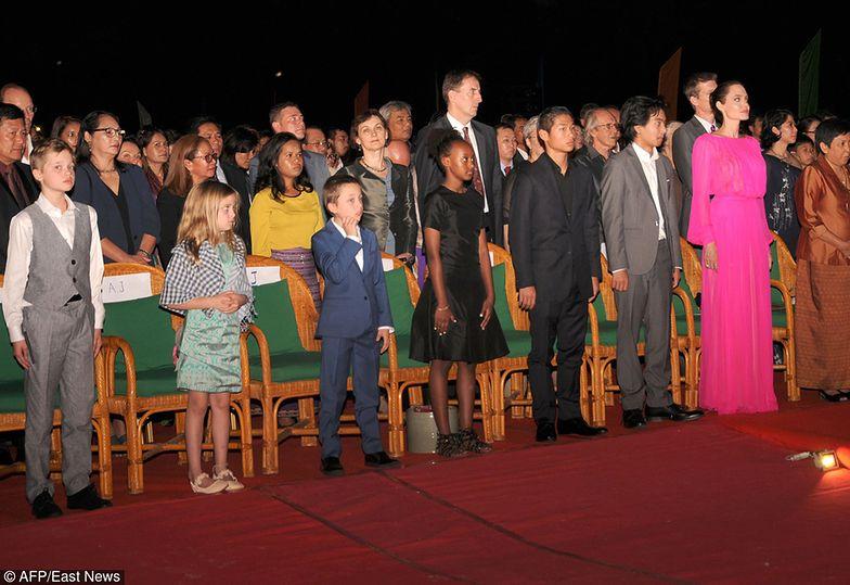 Angelina z dziećmi na premierze filmu