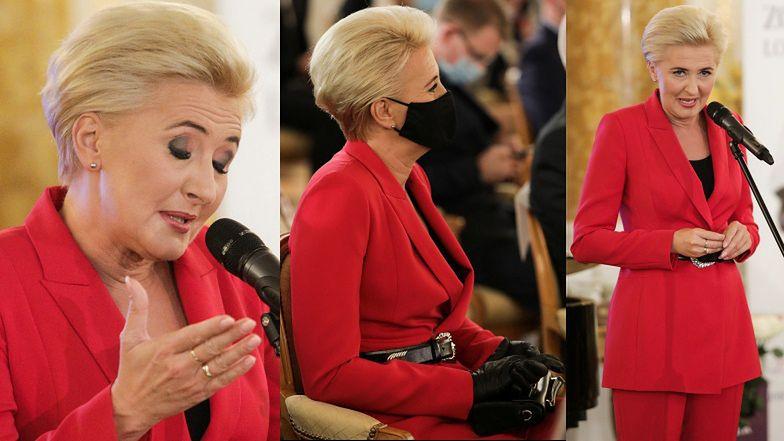 Uzbrojona w maseczkę i rękawiczki Agata Duda przemawia na gali Lodołamacze 2020. Zadała szyku? (ZDJĘCIA)