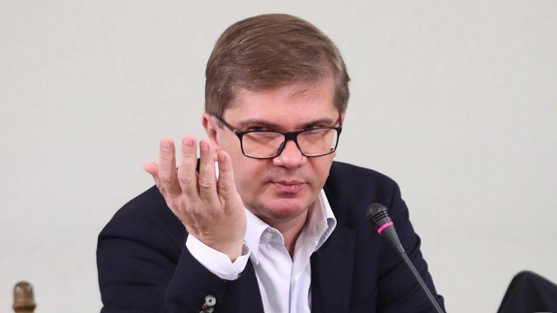 """""""Nic się nie stało"""". Dziennikarze i internauci sceptycznie o dokumencie Latkowskiego: """"Oskarżenia niepodparte dowodami, KOSZMARNIE ZŁY FILM"""""""