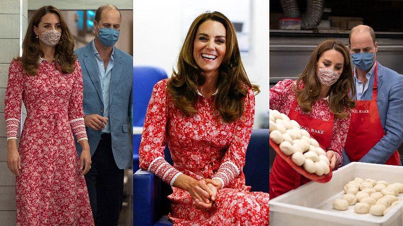 Zaangażowani Książę William i księżna Kate we wzorzystej sukience za 2700 złotych wyrabiają bajgle w lokalnej piekarni (ZDJĘCIA)