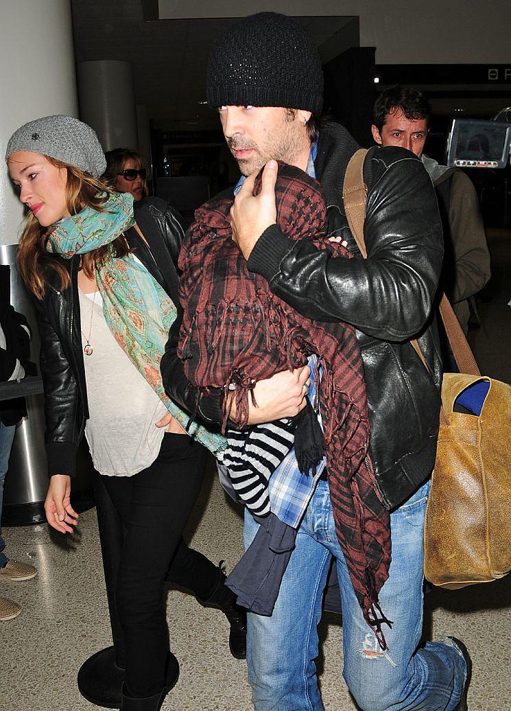 Alicja i Colin z synem na lotnisku!