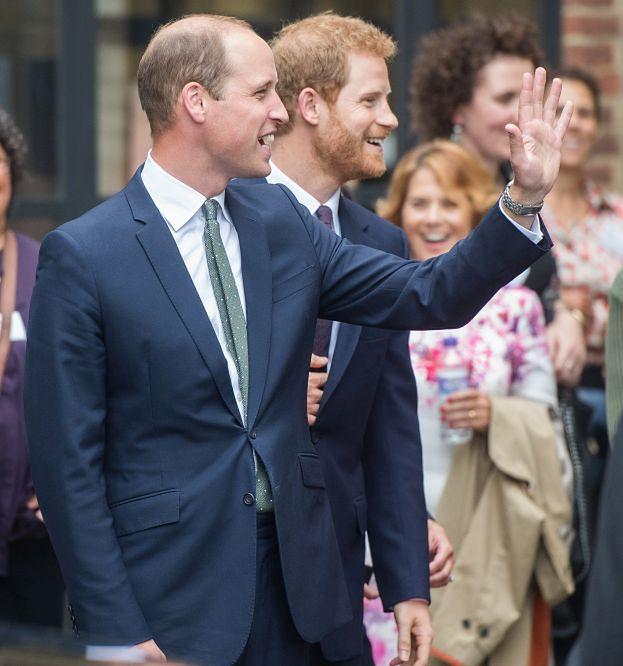 """Książę William: """"Mam nadzieję, że Harry przestanie podbierać jedzenie z mojej lodówki"""""""