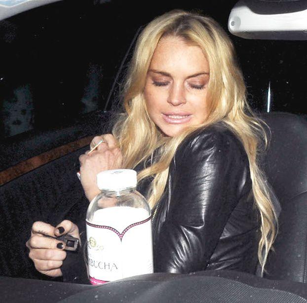 Lohan piła WÓDKĘ z butelki na wodę!