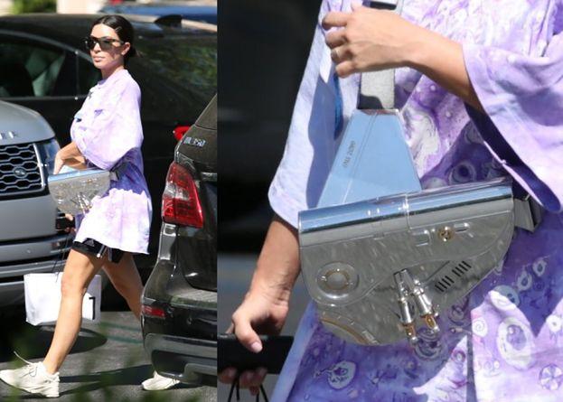 Kim Kardashian w piżamowej stylizacji i z torebką Diora za 135 tysięcy złotych przemierza Malibu (ZDJĘCIA)