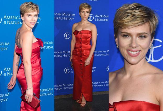 Scarlett Johansson odsłania ramiona w sukience vintage