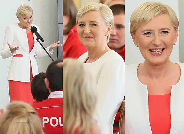 Uśmiechnięta Agata Duda w biało-czerwonej stylizacji spotkała się z olimpijczykami (ZDJĘCIA)