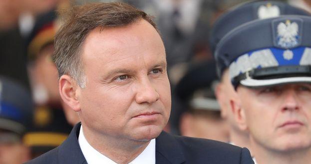 """Z OSTATNIEJ CHWILI: Andrzej Duda ZAWETOWAŁ ustawy o sądownictwie! """"To MOJA ODPOWIEDZIALNOŚĆ"""""""