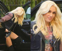 Gwen Stefani w za krótkiej spódniczce. POKAZAŁA MAJTKI... (FOTO)
