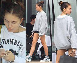 """""""Najpiękniejsza dziewczynka świata"""" odsłania nogi na zakupach"""