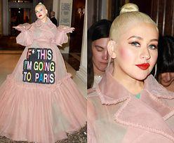 """Christina Aguilera oznajmia za pośrednictwem sukni: """"Pie*rzyć to, jadę do Paryża"""" (ZDJĘCIA)"""