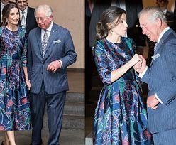 Książę Karol i królowa Letizia czule witają się na otwarciu wystawy. Podobno ze sobą... flirtowali! (FOTO)