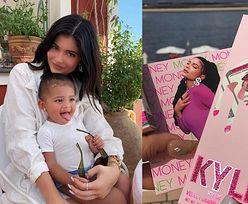 """Kylie Jenner twierdzi, że Stormi BŁAGA JĄ o możliwość noszenia makijażu. """"Ma obsesję na tym punkcie"""""""