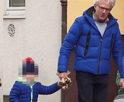 Hubert Urbański na spacerze z dziećmi