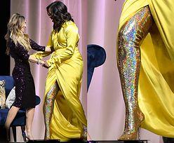 Michelle Obama eksponuje kończynę w brokatowym kozaku do uda