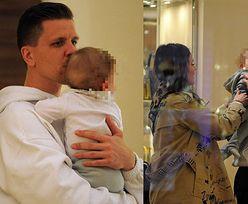 Rozanielony Wojciech Szczęsny z synem na ręku i Mariną u boku robią zakupy w butiku Louis Vuitton w Mediolanie (FOTO)