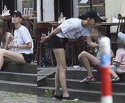 Znudzona Kołakowska raczy się nikotyną przy dzieciach