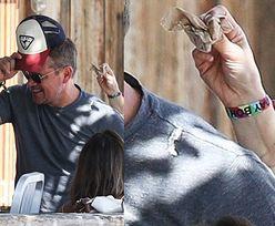 Pierwsze oznaki wiosny: ptak załatwił się na Matta Damona (ZDJĘCIA)