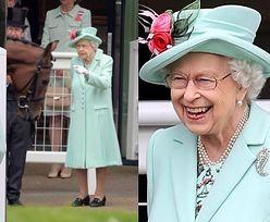 Promienna królowa Elżbieta zadaje szyku podczas zawodów Royal Ascot (ZDJĘCIA)