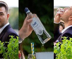 Imprezowy Bartłomiej Misiewicz polewa znajomym wódkę własnej produkcji (ZDJĘCIA)