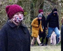 Taylor Swift spaceruje za rękę z ukochanym i jego matką po londyńskim parku (ZDJĘCIA)