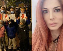 """Izabella Łukomska-Pyżalska wybrała się na poznański protest z SZÓSTKĄ DZIECI: """"Tu chodzi o ich przyszłość!"""""""