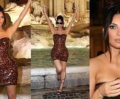 Turystka Kim Kardashian wygina się przed Fontanną di Trevi w KUSEJ MINI (ZDJĘCIA)