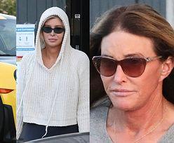 """70-letnia Caitlyn Jenner zabiera 24-letnią """"przyjaciółkę"""" na przejażdżkę porsche za ponad milion złotych (ZDJĘCIA)"""