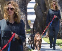 """""""Nieustraszona"""" Julia Roberts BEZ MASKI spaceruje z psami po ulicach Malibu (ZDJĘCIA)"""