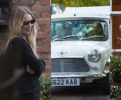 Kreatywna Kate Moss wręcza córce na 18. urodziny samochód, którym sama jeździła DWIE DEKADY temu. Słodko? (ZDJĘCIA)