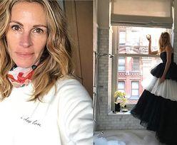 52-letnia Julia Roberts pozuje w kreacji, którą miała włożyć na tegoroczną galę MET. Piękna? (FOTO)
