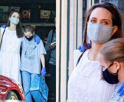 Ostrożna Angelina Jolie w maseczce i rękawiczkach robi zakupy z córką (ZDJĘCIA)