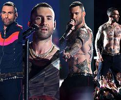 Super Bowl 2019: Adam Levine bez koszulki wygina się na scenie (ZDJĘCIA)