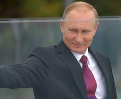 Miny uradowanego Putina z pucharem FIFA (ZDJĘCIA)