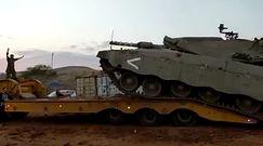 Czołgista wjeżdżał czołgiem na lawetę. Zapamięta to do końca życia