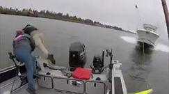 Pędził motorówką prosto w łódź rybaków. Krzyczeli i wyskoczyli do wody. Wszystko nagrała kamera