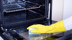 Domowy sposób na czyszczenie piekarnika. Sprawdzamy, jak działa. Oto efekt
