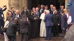 """""""Tram del Papa"""". Papież pozdrawiał wiernych z tramwaju"""
