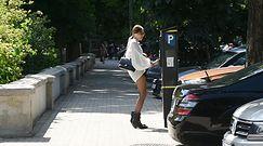 Stylowa Maja Sablewska walczy z parkometrem