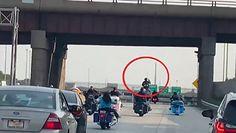 Jechał konno po autostradzie. Chciał zwrócić uwagę na swoje przesłanie