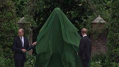 Rozpromienieni Harry i William odsłaniają pomnik księżnej Diany