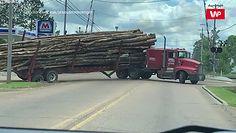 Próbował zawrócić wielką ciężarówkę. Przekomiczne nagranie z amerykańskiej drogi