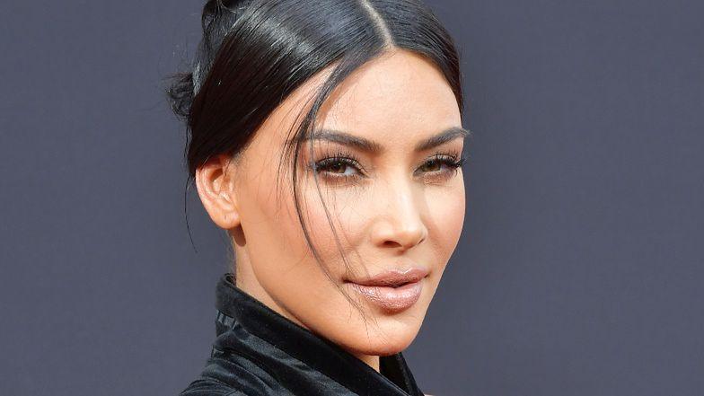 Kim Kardashian BEZ MAKIJAŻU, ale za to w BIKINI przypomina światu o swych atutach (FOTO)