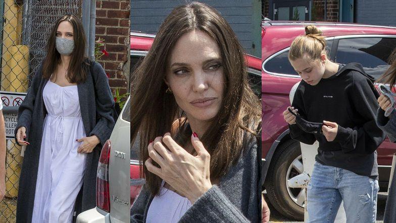 Angelina Jolie z wyrośniętymi Shiloh i Paxem odwiedza studio nowojorskiego artysty (ZDJĘCIA)