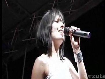 Tatiana Okupnik ledwo śpiewa... (WIDEO)