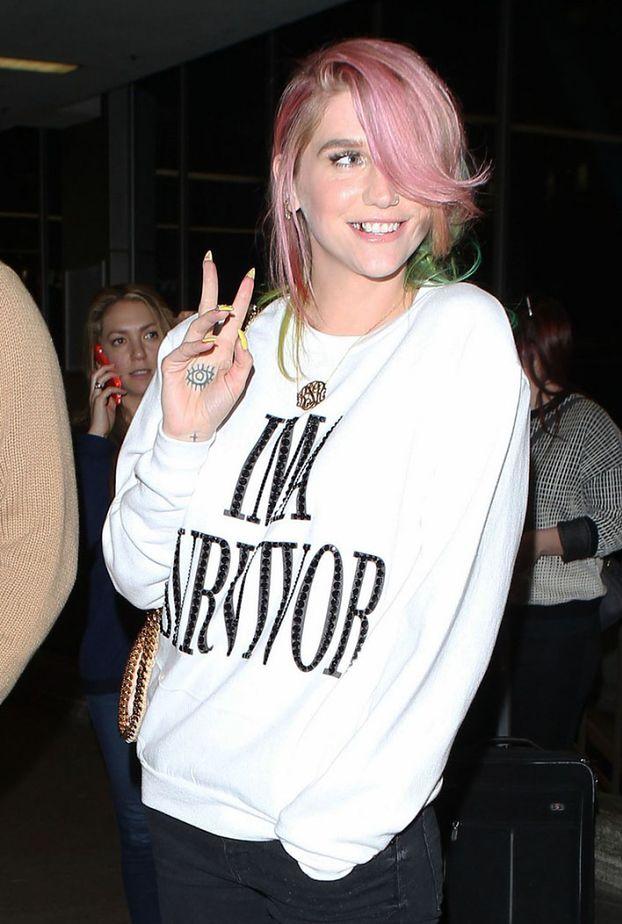 Kesha z tęczowymi włosami!